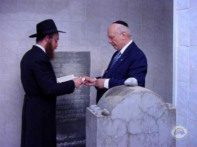 Rabbi Schneier dikenal memiliki peran perintis dalam memperjuangkan ...